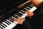 see how to play piano